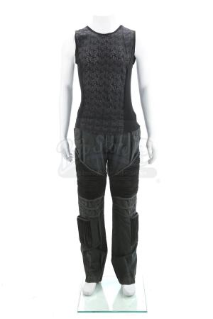 Lot # 31 - Divergent (2014): Peter's Fight Training Costume