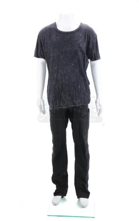 Lot # 141 - The Divergent Series: Insurgent (2015): Eric's Simulation Box Finding T-Shirt and Pants